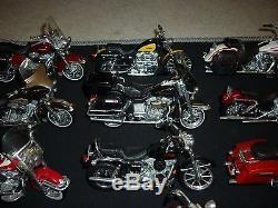 collection de 69 moto harley davidson en bon tat avec b quille. Black Bedroom Furniture Sets. Home Design Ideas