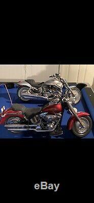 Harley Davidson Rouge & Gris Fat Boy 9.6V R/C Motocyclettes (Big Jouets)